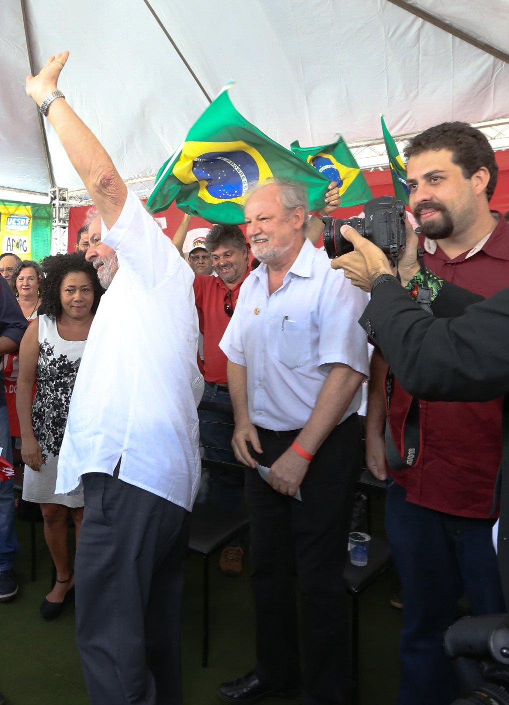Brasília- DF 16-04-2016 Ex-presidente, Lula e lideranças sindicais, paralmentares durante ato no acampamento do MST em Brasília. Foto Lula Marques/Agência PT