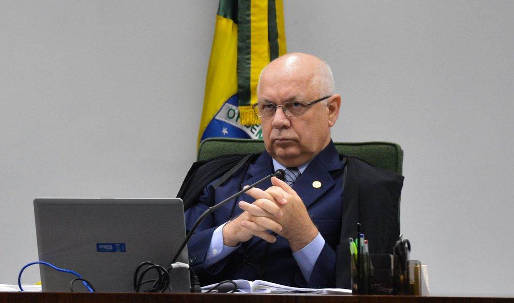 Mais duas associações de juízes divulgaram nota, nesta quinta (24), para repudiar ameaças ao ministro do Supremo Tribunal Federal (STF) Teori Zavascki; a Associação dos Magistrados da Justiça do Trabalho (Anamatra) e a Associação dos Magistrados Brasileiros (AMB) pediram maturidade política e absoluto zelo pelas garantias democráticas; mais cedo, a Associação dos Juízes Federais (Ajufe) também manifestou a sua posição contra as intimidações ao ministro