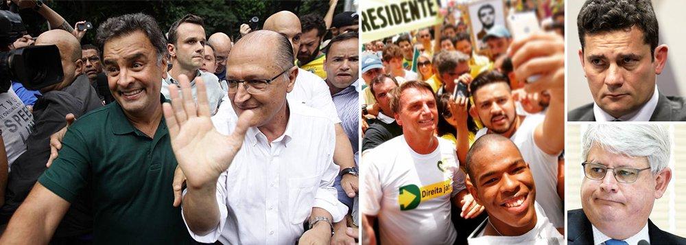 Como o pau da Justiça que bate em Chico (o PT) não bate em Francisco (o PSDB), ao contrário do que prometia fazer o procurador-geral Rodrigo Janot, dois tucanos com ambições presidenciais, Aécio Neves e Geraldo Alckmin, imaginaram que poderiam cavalgar as massas em fúria na Paulista, mas saíram de lá escorraçados; o episódio foi didático para ambos aprenderem, na marra, como a antipolítica prepara o terreno para projetos fascistas, como o de Jair Bolsonaro, ou de salvadores da Pátria, como o juiz Sergio Moro; agora, é hora de as forças políticas responsáveis do País tentarem construir uma reforma política séria, que ponha fim à atual relação entre Executivo e Legislativo, implodida pela Lava Jato