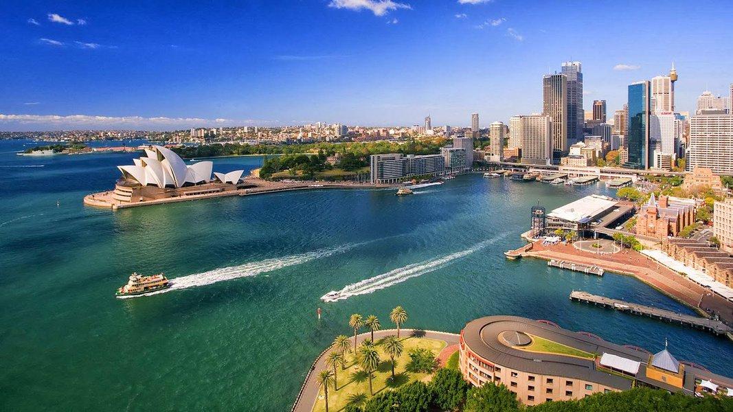 O sexto maior país é mundialmente famoso por ser a terra dos cangurus, dos coalas e do surf. A Austrália tem sido cada dia mais procurada pelos brasileiros que desejam fazer um intercâmbio