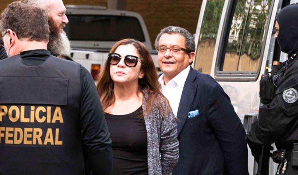 Procuradoria Geral da República denunciou o marqueteiro João Santana e sua mulher e sócia, Monica Moura, pelos crimes de corrupção passiva, lavagem de dinheiro e participação em organização criminosa; procuradores também ofereceram à Justiça denúncia contra lobista Zwi Skornicki, apontado como sendo operador de propina da Odebrecht no exterior; Santana, Monica e Skornicki foram presos na Operação Acarajé, 23ª fase da Lava Jato; o marqueteiro e sua esposa são acusados de receberem US$ 7,5 mi pagos pela Odebrecht com recursos desviados da Petrobras