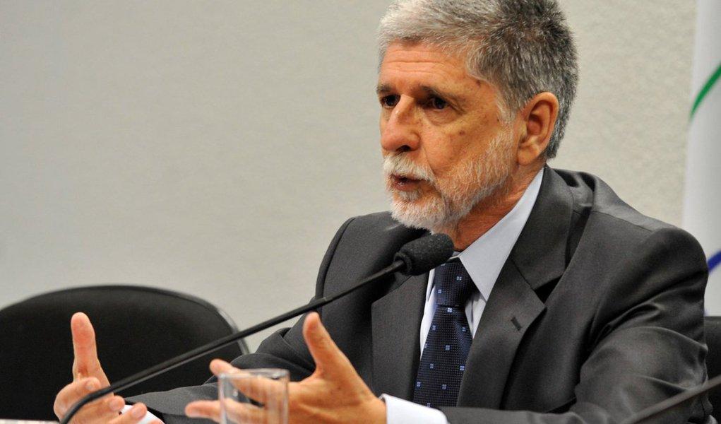 """Ex-ministro dos governos Lula e Dilma, Celso Amorim define como """"ridículas"""" as acusações de tráfico de influência contra o ex-presidente, em favor de empresas brasileiras como a Odebrecht; para ele, as suspeições ganham destaque por Lula se tratar de alguém que """"procurou diminuir a desigualdade e aumentar a autonomia"""" do País; """"Você vê (isso) na história do Brasil em vários momentos, você tem o período (Getúlio) Vargas, (essas) questões aumentam enormemente"""", comenta"""