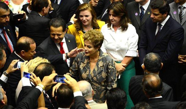 """Um dia depois de os parlamentares vaiarem a presidente Dilma na abertura dos trabalhos do Legislativo, o colunista do 247 Hélio Doyle afirma que """"o debate praticamente não existe"""" no Congresso, onde """"tudo se compra e se vende"""", onde """"circulam alguns dos maiores ladrões do país"""" e """"práticas nefastas são encaradas com naturalidade""""; """"O Poder Legislativo é fundamental para a democracia e precisa ser respeitado pelos demais poderes e pelo povo. Mas nosso Congresso, infelizmente, não se faz respeitar. E quem não respeita a si próprio, não merece o menor respeito dos outros. O Congresso, hoje, é uma piada de péssimo gosto"""", finaliza o jornalista; leia a íntegra"""
