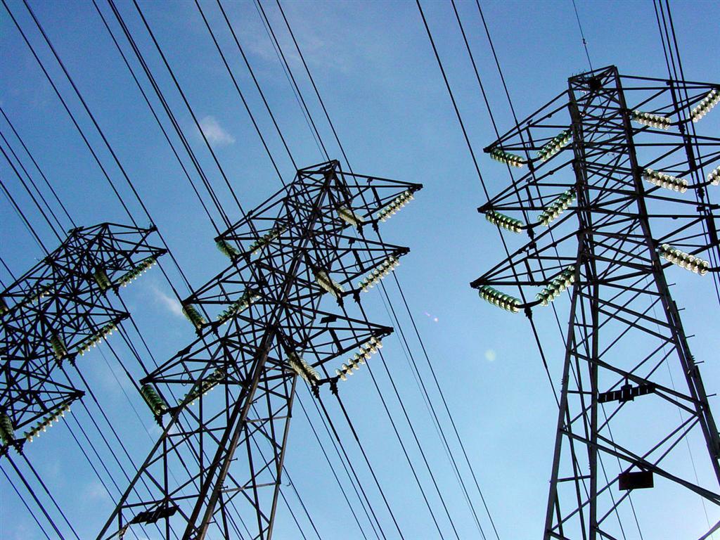 Leilão de transmissão realizado pela Aneel garantiu o investimento de R$ R$ 404,9 milhões na ampliação da rede básica de energia do Ceará. Serão construídos mais de 500 quilômetros de linhas de transmissão e novas subestações. A previsão é de que as instalações entrem em operação comercial no prazo de 36 a 60 meses a partir da data de assinatura dos contratos de concessão