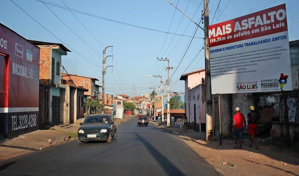 O governador do Maranhão, Flávio Dino, estará, neste sábado (26), em São Mateus, para inaugurar obras e anunciar novos investimentos; na pauta da visita, ações nas áreas de infraestrutura, saúde e melhorias no abastecimento de água da cidade; no âmbito do Programa 'Mais Asfalto', o governador entregará seis quilômetros de pavimentação asfáltica ao município, a partir de investimentos da ordem de R$ 2,8 milhões, beneficiando a mobilidade urbana, dando maior fluxo às ruas e avenidas da cidade de São Mateus e dando melhores condições a mais de 40 mil pessoas