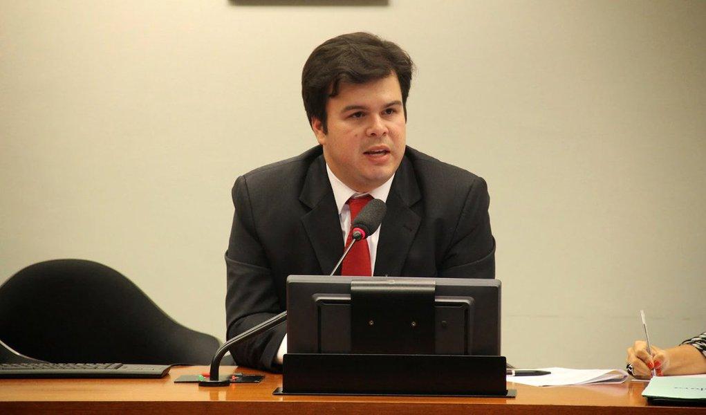 """Reunião da bancada do PSB no Congresso para decidir como o partido irá se posicionar em relação ao impeachment da presidente Dilma Rousseff deverá resultar na liberação para que os parlamentares votem como quiserem em torno da questão; """"A orientação para a bancada é votar pelo impeachment. Porém, os votos contrários que possam ter não terão sanção"""", disse; decisão está atrelada as alianças regionais que podem ser afetadas nas eleições municipais de outubro"""