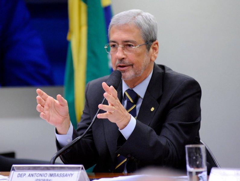 Um dos maiores agitadores do golpe, o líder do PSDB na Câmara dos Deputados, Antônio Imbassahy, está entre os políticos de uma lista de propina da Odebrecht da década de 1980; com o codinome 'Almofadinha', Imbassahy é listado como beneficiário da obra da barragem de Pedra do Cavalo, quando ele era presidente da Companhia de Eletricidade da Bahia (Coelba); o tucano ficou no cargo entre 1979 e 1984, cinco dos seis anos de execução da obra