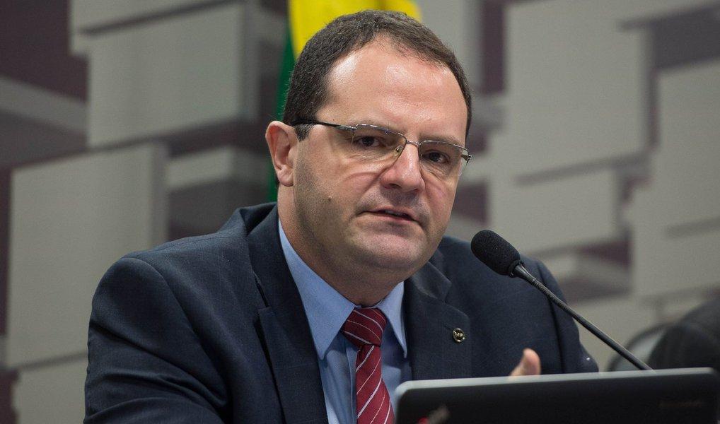 """""""A CPMF é uma medida necessária para recuperar a receita do governo enquanto nós trabalhamos em reformas mais estruturais, do lado do gasto obrigatório"""", disse o ministro do Planejamento após participar de evento do Instituto Lula, em São Paulo; segundo ele, o governo considera o imposto necessário não apenas para ajudar nas contas de 2016, como também até 2019"""