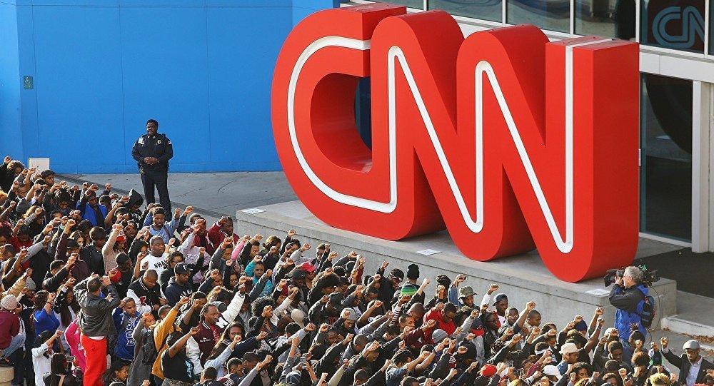 """O vice-presidente dos EUA, Mike Pence, acusou a mídia de esta ter coberto a primeira semana da presidência de modo demasiado agressivo, o que arruinou o """"estado de graça"""" da nova administração"""