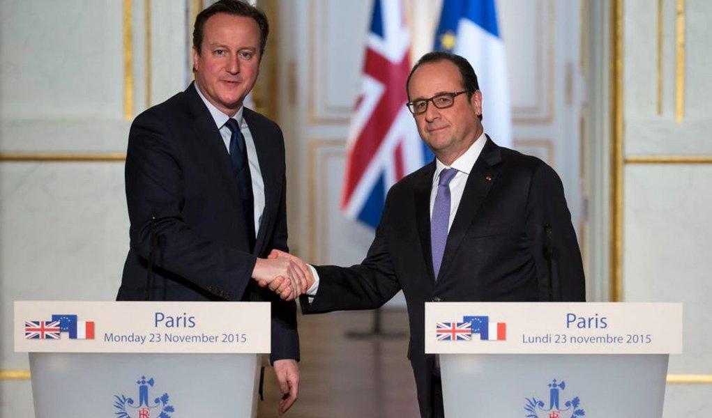 """O presidente francês, François Hollande, e o primeiro-ministro britânico, David Cameron, definiram, em conversa telefônica, um acordo para """"intensificar ainda mais a cooperação"""" na luta contra a organização Estado Islâmico, anunciou em nota a presidência francesa;oReino Unido realizou os primeiros ataques aéreos sobre a Síria contra o EI"""