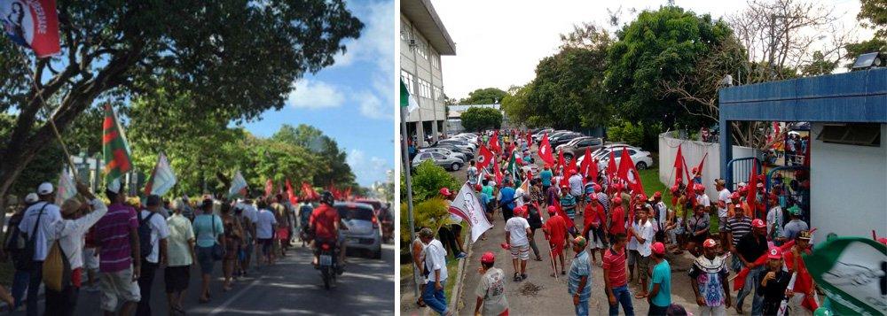 Depois de acamparem na sede da Eletrobras Distribuição Alagoas, os trabalhadores rurais marcham em direção à praia de Jatiúca, em Maceió; objetivo é defender maior agilidade no processo de reforma agrária, mais segurança nos assentamentos e para participar dos atos alusivos ao Dia do Trabalhador, neste domingo, 1º de maio; cerca de 1.500 trabalhadores rurais participam da marcha, que saiu de União dos Palmares no início da semana