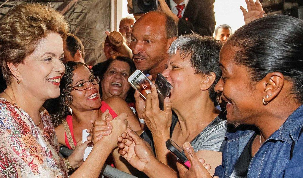 Segundo a coluna Painel, da Folha de S. Paulo,a presidente Dilma Rousseff deverá intensificar nas próximas semanas a defesa da legalidade do seu mandato liderando campanha nas ruas; de um lado, fazer o embate político e, de outro, mostrar que há governo funcionando por meio de inaugurações e entrega de obras