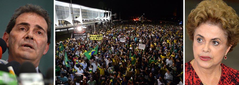 """Em áudio de conversa vazado na internet, o deputado Paulinho da Força (SD-SP), um dos maiores defensores do impeachment da presidente Dilma Rousseff, explica como será a campanha para financiar o golpe; Paulinho diz que tem muita gente para financiar o impeachment e deixa claro a força de Cunha na tramitação do golpe; """"O impeachment só está acontecendo por causa do Eduardo Cunha. Porque a nossa oposição é muito ruim"""", afirmou; ele anuncia a criação de um comitê nacional para arrecadar dinheiro e produzir material de campanha do golpe, como adesivos, cartazes, botons e se mostra confiante: """"Eu acho que até dia 5, dia 10 de abril a Dilma está fora""""; ouça o áudio"""