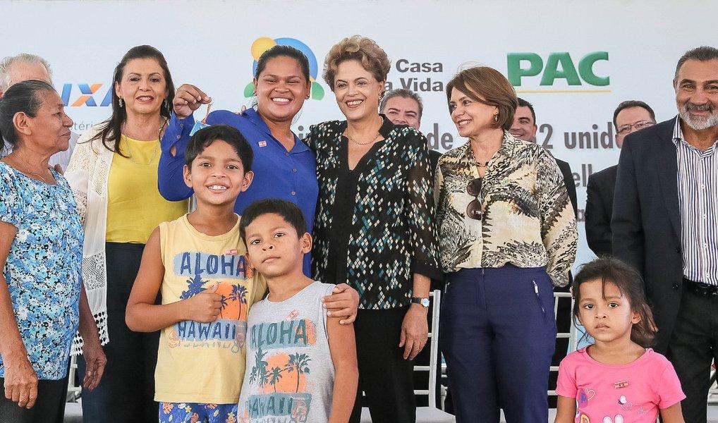 """Durante entrega de unidade do Minha Casa Minha Vida em Boa Vista nesta quarta-feira, 9, a presidente Dilma Rousseff se defendeu das acusações de ter cometido crime de responsabilidade com as chamadas """"pedaladas fiscais"""";""""Não há nenhum delito, nenhum crime apontado contra nós"""", afirmou;Dilma enfatizou que tem legitimidade das urnas para continuar à frente do País. """"Quero continuar na Presidência, primeiro, porque fui eleita. Mas também porque nos últimos 500 anos ninguém fez um programa habitacional como esse, para as pessoas mais pobres. Ninguém"""", afirmou"""
