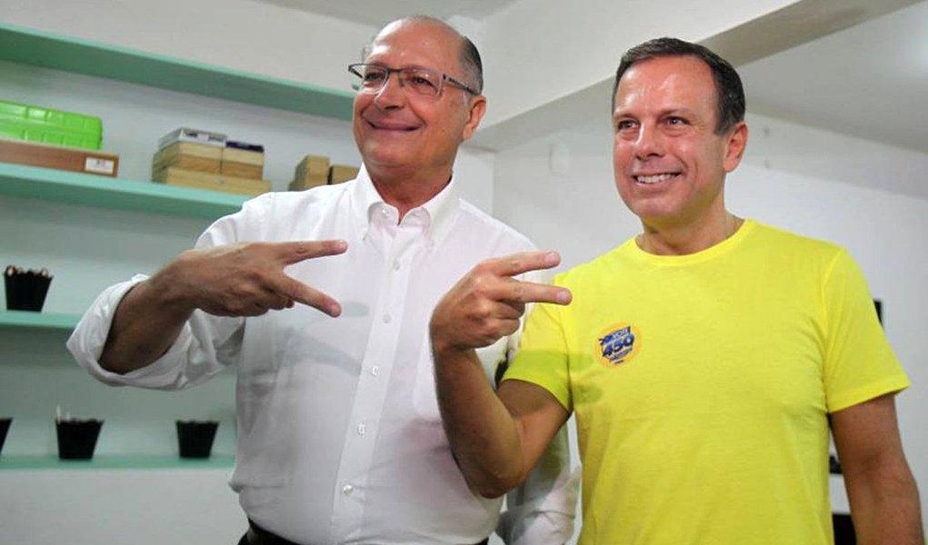 Ex-governador e vice-presidente nacional do PSDB, Alberto Goldman, e o presidente do Instituto Teotônio Vilela, José Aníbal, vão acionar o MPE (Ministério Público Eleitoral) contra a candidatura de João Doria à Prefeitura de São Paulo pelo PSDB; após a desistência de Andrea Matarazzo, alegando fraude na disputa, Doria, que conta com o apoio do governador Geraldo Alckmin, se tornou candidato único nas prévias do partido, com 3.152 votos, de um total de 27 mil filiados aptos a votar