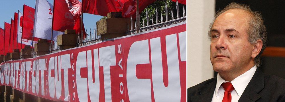 """A sede da Central Única dos Trabalhadores em Goiás (CUT-GO), no Centro de Goiânia, foi arrombada; segundo a entidade, apenas um celular foi levado; a segurança no local foi reforçada; o presidente da CUT-GO, Mauro Rubem, afirmou que a porta da entrada foi arrombada, """"gavetas reviradas na recepção e na sala da direção. As portas da secretaria e dos sindicatos também foram arrombadas"""";""""Estamos preocupados com este momento, visto que já havia várias ameaças em outras sedes da CUT em outros estados, algumas até consumadas"""", disse"""