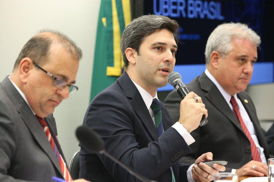 """Defesa foi feita pelo diretor de políticas públicas do Uber no Brasil, Daniel Mangabeira, em depoimento na Câmara; ele destacou que o Uber é um sistema de tecnologia que cria grandes oportunidades de trabalho e fomenta o empreendedorismo; """"Se a gente incentiva o indivíduo a se inserir no mercado de trabalho, por que não regulamentar?""""; Mangabeira também ressaltou que o interesse do aplicativo é a regulação do serviço, """"que estabeleça requisitos de segurança, rigidez e conforto"""""""