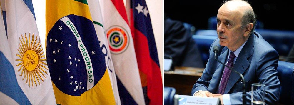 """'Cotado para o Itamaraty, José Serra é um crítico ao Mercosul. No ano passado (em 4 de março), disse no Senado: """"O Mercosul foi um delírio megalomaníaco"""". Para ele, a união alfandegária é uma renúncia à soberania da política comercial', lembrou o colunista Ilimar Franco"""