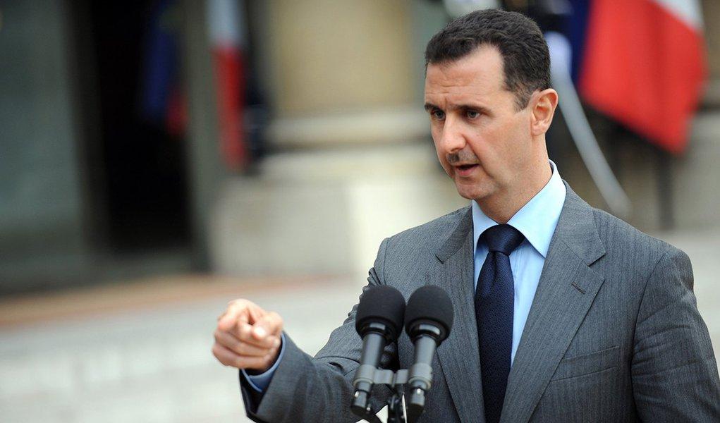 """Autoridades britânicas mentiram sobre a guerra civil na Síria e a política de Londres """"tem agravado a situação"""", disse ao jornal britânico Independent Peter Ford, embaixador da Grã-Bretanha na Síria entre 1999 e 2003; Ford sublinhou que o Reino Unido interpretou incorretamente a situação no país desde o início do conflito e que Londres """"julgou mal a Síria em todos os momentos""""; de acordo com o diplomata, agora Londres afirma falsamente que o governo de Bashar Assad não controla o país quando, pelo contrário, """"ele está prestes a fazê-lo"""""""