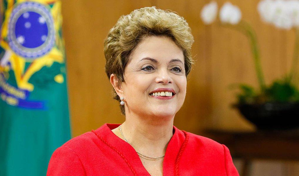 A presidente Dilma Rousseff desembarca neste fim de semana no Norte da Europa; objetivo da viagem é ampliar fronteiras de comércio com o Brasil e parcerias na área de defesa; durante visita à Suécia e à Finlândia, ela se encontrará com chefes de Estado e de Governo dos dois países e com empresários, além de buscar programas de interesse do Brasil nos setores tecnologia, inovação e educação