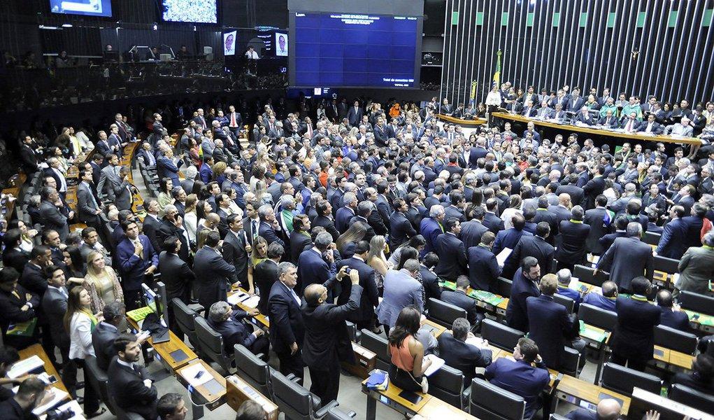 Caberá ao Senado, já que o Supremo Tribunal Federal lavou as mãos, fazer valer o império da Constituição, interrompendo o processo de afastamento da presidenta Dilma Rousseff e devolvendo a normalidade constitucional ao país