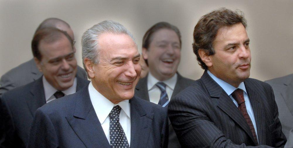 """Vice-presidente da República teve um encontro nesta terça-feira 22 com o presidente do maior partido de oposição e um dos principais líderes do golpe contra a presidente Dilma Rousseff, o senador Aécio Neves (PSDB-MG); Aécio disse que a reunião, realizada em São Paulo, foi para discutir uma """"agenda emergencial para o Brasil""""; tucano declarou que Michel Temer estava """"consciente do seu papel"""" e assegurou que o PSDB não fugirá """"à responsabilidade"""" de contribuir com a estabilidade do País; de acordo com Aécio, o diálogo com Temer não deverá se desenrolar em torno de """"cargos"""", mas de """"propostas""""; nessa segunda-feira, o também senador tucano José Serra disse que já negociava cargos em um eventual governo Temer; o vice negou e disse não ter porta-voz"""