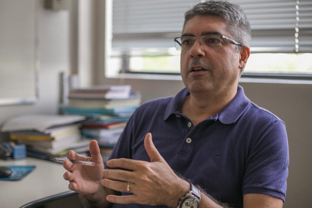 06/04/2016 - PORTO ALEGRE, RS - Entrevista com Rodrigo Azevedo, coordenador do Programa de Pós-Graduação de Ciências Sociais da PUCRS. Foto: Joana Berwanger/Sul21