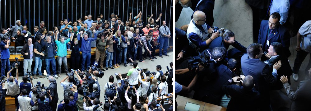 """O Plenário da Câmara dos Deputados foi invadido por manifestantes no momento em que os deputados discursavam à espera de quórum para o início da Ordem do Dia da sessão extraordinária;cerca de 50 a 60 pessoas tomaram o entorno da mesa de onde os membros da Mesa Diretora comandam os trabalhos aos gritos de""""viva Sergio Moro"""" e """"Ih!, queremos general aqui!"""""""