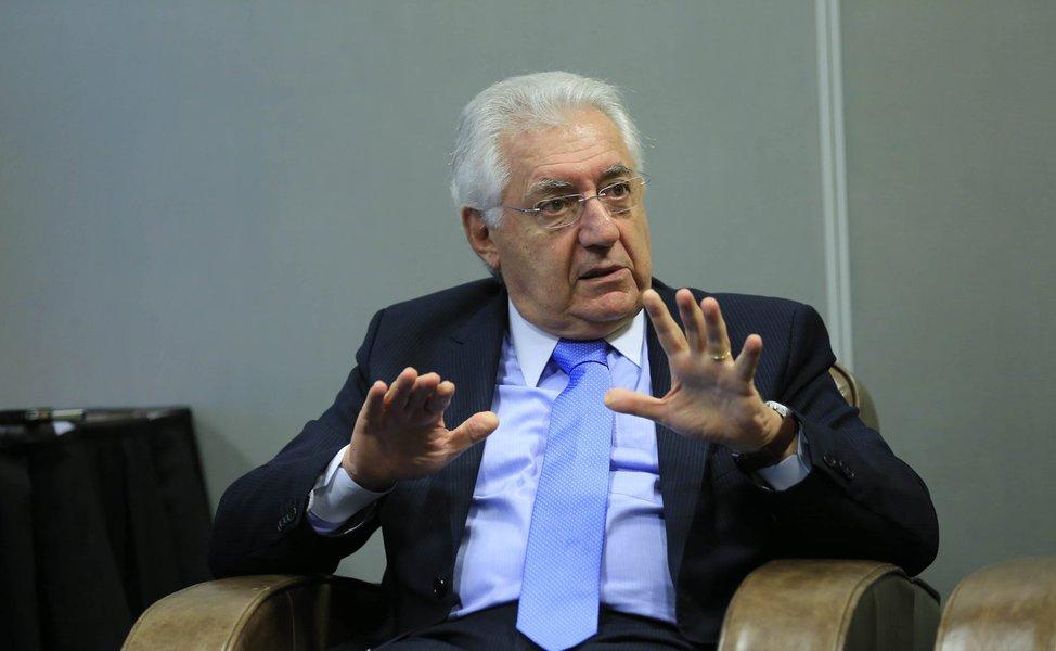 Presidente do Sebrae, Guilherme Afif Domingos, comenta queda do PIB e reforça a importância de, a curto prazo, facilitar acesso de micro e pequenas a financiamento