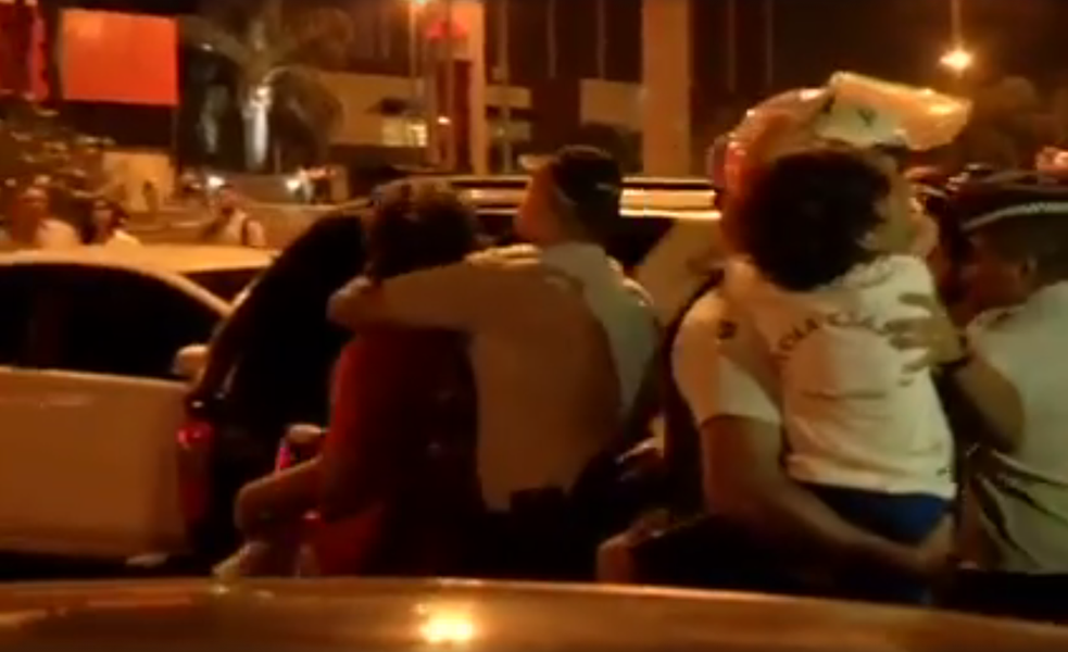 Policiais levaram o manifestante Chico Carneiro e seu filho de sete anos para a 5ª Delegacia de Polícia em Brasília, de onde foram liberados depois de duas horas; segundo a CUT, a PM informou que o militante foi negligente ao levar o filho à manifestação, que terminou em frente à sede da TV Globo nesta quinta-feira 24;ao questionar a ação, Yuri Soares, da CUT, também foi levado para o camburão