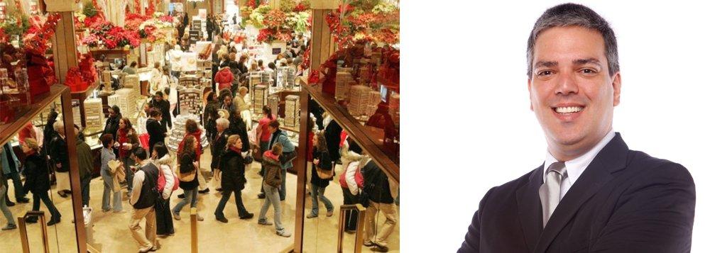 """Jaques Grinberg Costa ensina métodos do Coaching de vendas para queimar o estoque de fim de ano;""""Vendedor que é vendedor estuda e se prepara com novas técnicas e ferramentas para potencializar os seus resultados. E a boa notícia é que podemos aproveitar o período do pós festas para vender mais do que o próprio Natal"""", diz ele"""