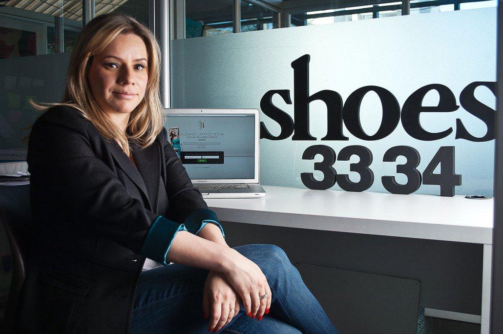 Você já ouviu falar em uma loja de sapatos que só vende duas numerações? é isso o que a startup 33e34 faz; criada pela empreendedora Tânia Gomes, a empresa vende mais de 180 modelos de sapatos femininos para mulheres que têm pé pequeno e usam os números 33 e 34; a ideia do negócio foi muito bem aceita que chamou a atenção de diversos investidores, que já aportaram mais de R$ 600 mil na empresa em três rodadas de investimento; como acontece com quase toda startup, a motivação para criar a empresa veio da necessidade que Tânia teve de comprar um sapato para festa