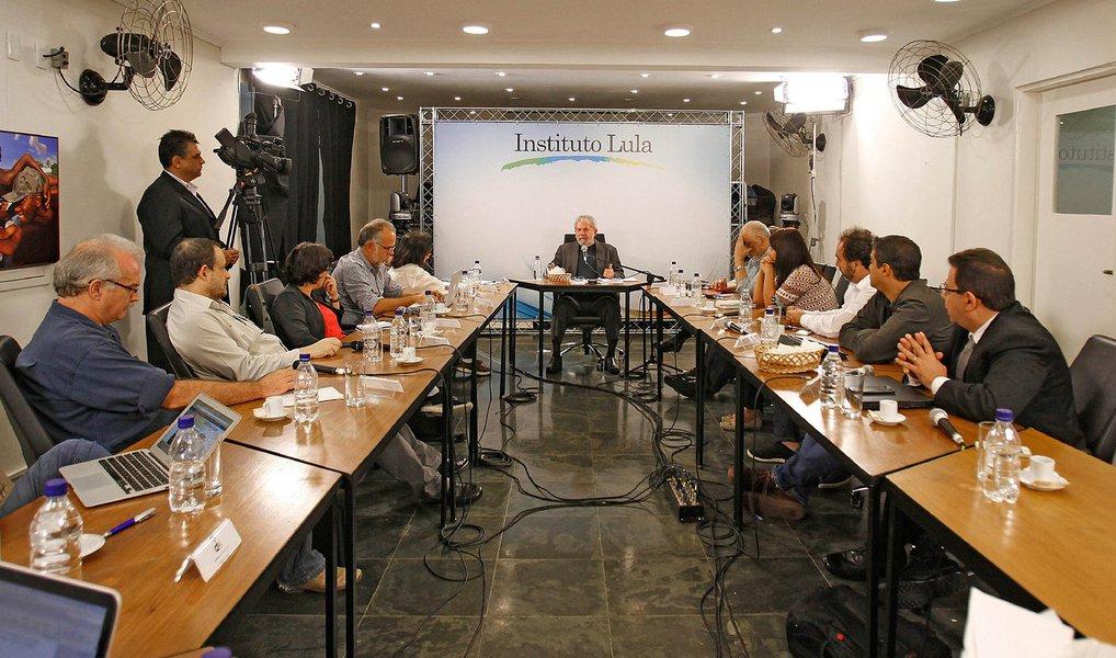 """Lula não tem medo das investigações. Está confiante, aliás, em que o PT e ele mesmo estão longe de estar """"acabados"""", como pregam alguns"""