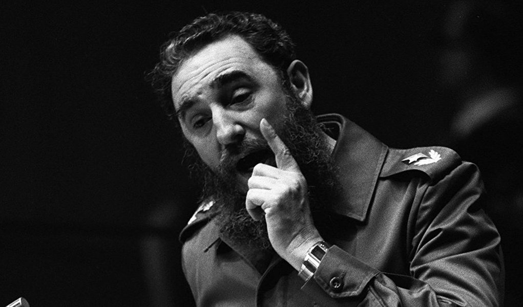 """""""A história se encarregará de fazer com que a lacuna que se abre nessa data será sempre mais larga e profunda. Fidel fará sempre, e cada vez mais, falta junto a todas e a todos que ousam sonhar e lutar por uma humanidade que se encontre, plenamente, com os ideais do humanismo, da democracia, da justiça social e da fraternidade, os ideais de uma humanidade socialista"""", diz nota do Movimento dos Trabalhadores Rurais Sem Terra (MST) sobre a morte do líder cubano"""