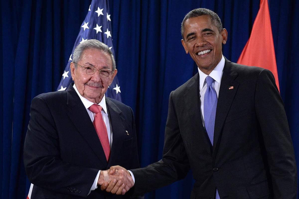 Presidente Obama, que viaja com a esposa Michelle, e com as filhas Malia e Sasha, terá um encontro nesta segunda-feira 21 com o presidente Raúl Castro; entre os temas a serem discutidos estão os direitos humanos, o estímulo ao comércio entre Cuba e Estados Unidos e o desenvolvimento da iniciativa privada em solo cubano; na terça-feira, 22, Obama fará um discurso ao povo cubano e participará de reunião com integrantes da sociedade civil cubana, incluindo ativistas de direitos humanos e representantes da oposição