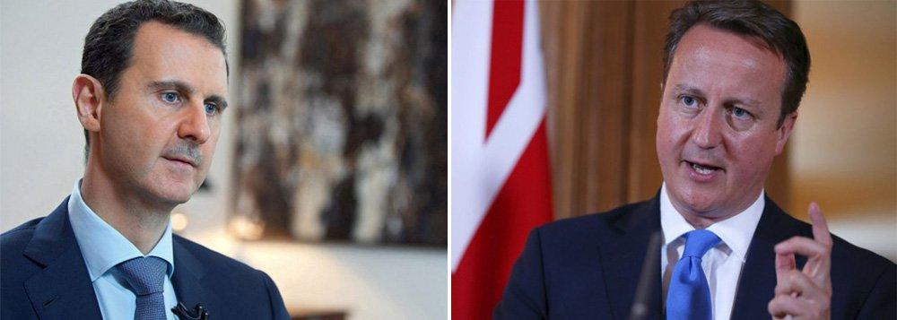 """Os ataques aéreos britânicos sobre o Estado Islâmico vão falhar em derrotar os militantes do grupo, disse o presidente da Síria, Bashar al-Assad (foto à esq.); ele também ridicularizou a estratégia do primeiro ministro do Reino Unido, David Cameron, para a região; o Poder Legislativo britânico aprovou o bombardeio de alvos do EI na quarta-feira; para Assad, o plano de Cameron tornaria a situação pior, e não melhor;""""Eles vão falhar de novo"""", disse. """"Você não pode cortar uma parte de um câncer. Você tem que extraí-lo. Esse tipo de operação está como que retirando uma parte de um câncer. Isso vai fazê-lo se espalhar pelo corpo mais rápido"""""""