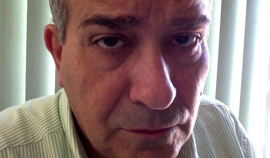 Cláudio Lessa, diretor-executivo da Secretaria de Comunicação Social da Câmara dos Deputados, nomeado por Cunha, mantém em seu blog uma enquete que tem, como uma das respostas possíveis para o Brasil sair da crise, que a presidenta Dilma cometa suicídio