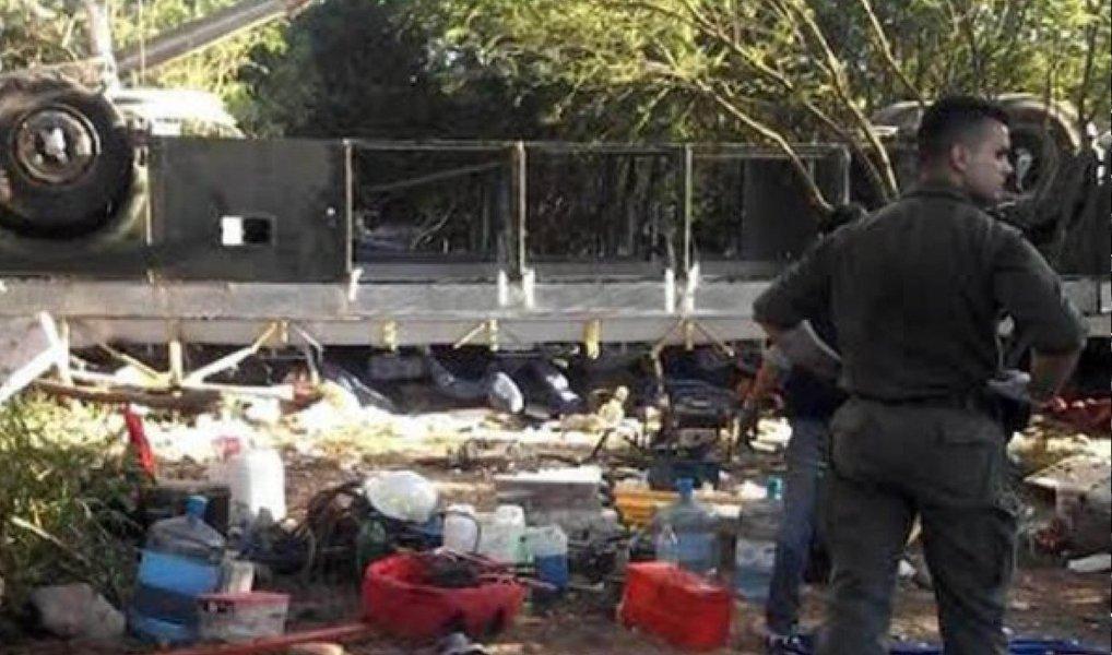 Um acidente com ônibus na madrugada desta segunda-feira (14) na região da cidade argentina de Rosario de la Frontera, na província de Salta, deixou 43 policiais mortos e oito feridos; o ônibus levava integrantes da Gendarmería Nacional Argentina