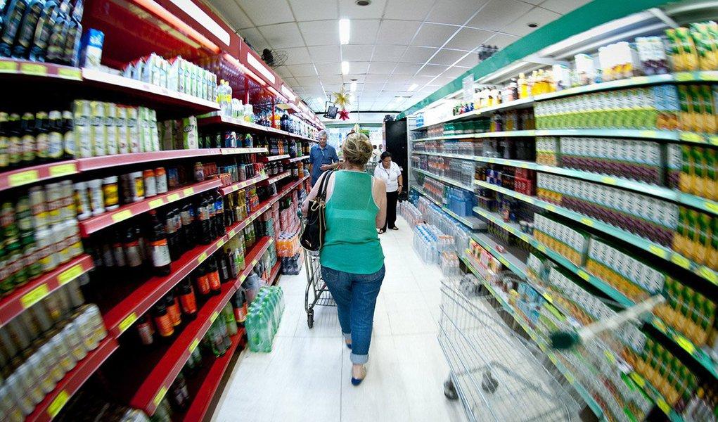 Analistas e investidores do mercado financeiro reduziram nesta segunda-feira 21 pela segunda semana seguida a estimativa de inflação medida pelo Índice de Preços ao Consumidor Amplo (IPCA); a nova perspectiva agora é de 7,43% ante os 7,46% previstos anteriormente