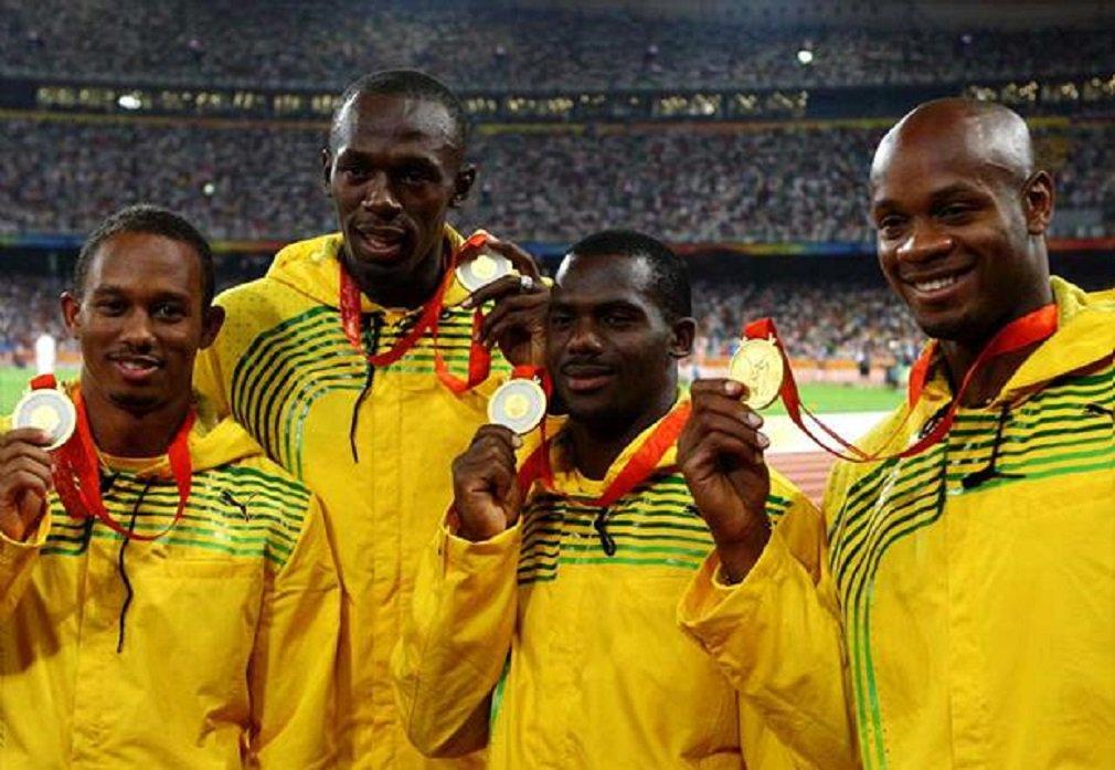 Comitê Olímpico Internacional anunciou que retirou a medalha de ouro da Jamaica do revezamento 4x100, nos Jogos Olímpicos de Pequim, em 2008; motivo foi a confirmação de doping de Nesta Carter pordimetilamilamina; com isso, o Brasil, que acabou a prova em quarto lugar, herda a medalha de bronze; outra consequência é que o astro Usain Bolt terá uma medalha a menos no currículo; agora, Bolt tem oito medalhas de ouro olímpicas: 100m rasos em 2008, 2012 e 2016; 200m rasos em 2008, 2012 e 2016; revezamento 4x100m rasos em 2012 e 2016