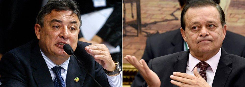 Senador Zezé Perrella (MG), ex-presidente do Cruzeiro, tem pressionado a direção do partido para indicá-lo ao Ministério do Esporte; mas, se conseguir a pasta, o PTB cogita o nome do deputado Jovair Arantes (GO), que foi relator da comissão do impeachment na Câmara e é dirigente do Atlético Goianiense; Jovair, porém, estaria mais focado, segundo aliados, em suceder a Eduardo Cunha ( PMDB- RJ) na presidência da Câmara