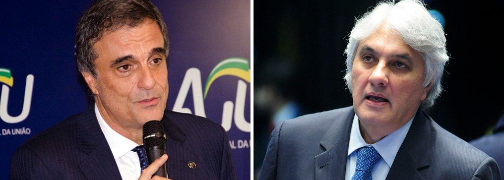 """Ministro da Advocacia-geral da União (AGU), José Eduardo Cardozo, reafirmou que as acusações a integrantes do governo e à própria presidenta Dilma Rousseff feitas pelo senador Delcídio do Amaral (MS), em delação premiada firmada com o Ministério Público Federal, são """"inconsistentes"""" e fruto de vingança; em entrevista ao programa Espaço Público, da TV Brasil, Cardozo disse não haver elementos para o impeachment de Dilma, afirmou acreditar na inocência do ex-presidente Lula"""