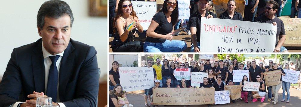 """Apesar de a mídia tentar mostrar que as manifestações tenham sido somente contra Dilma, Lula e o PT, sobrou para os tucanos e aliados em todo o País; além de Geraldo Alckmin e Aécio Neves, recebidos aos gritos de """"corruptos"""" em São Paulo, ogovernador Beto Richa (PSDB) foi alvo de protestos em Curitiba e no interior do Paraná; foram exibidas faixas com os dizeres: """"Beto Richa inimigo da educação!""""; """"Nossas bombas são mais poderosas"""", """"Não se bate em quem ensina"""" e outras"""