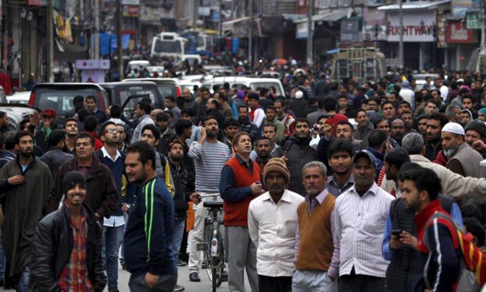 Um tremor de terra de magnitude 7,6 grausatingiu a região nordeste do Afeganistão; terremoto também foi sentidona Índia e Paquistão, pelo menos 53 pessoas morreram em decorrência dos tremores
