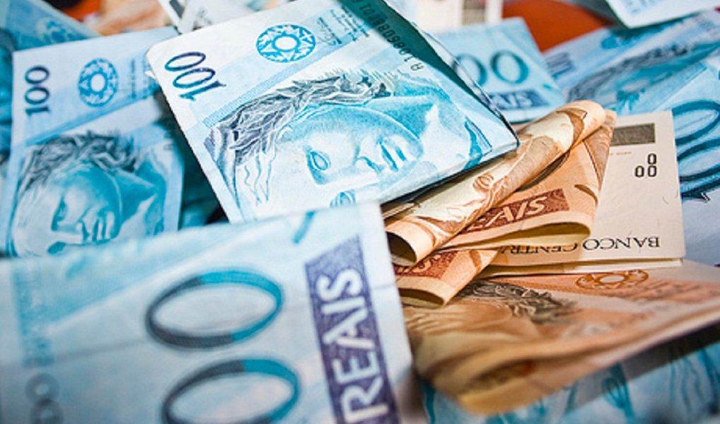 Decreto libera crédito suplementar no valor total de de R$ 8,762 bilhões para órgãos do Executivo, do Judiciário e do Ministério Público da União e para pagamento de encargos financeiros da União e transferências a estados, municípios e o Distrito Federal