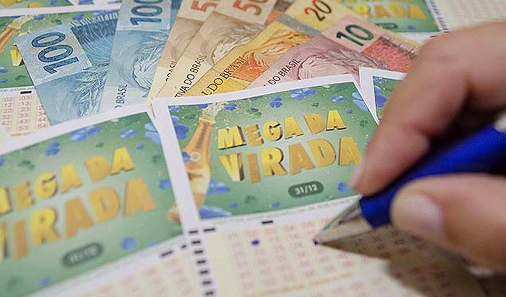Seis apostadores acertaram os seis números da Mega da Virada. Cada um vai receber R$36.824.758,22. As apostas foram feitas na Bahia, Ceará, Maranhão, Minas Gerais, Mato Grosso do Sul e Rio Grande do Sul