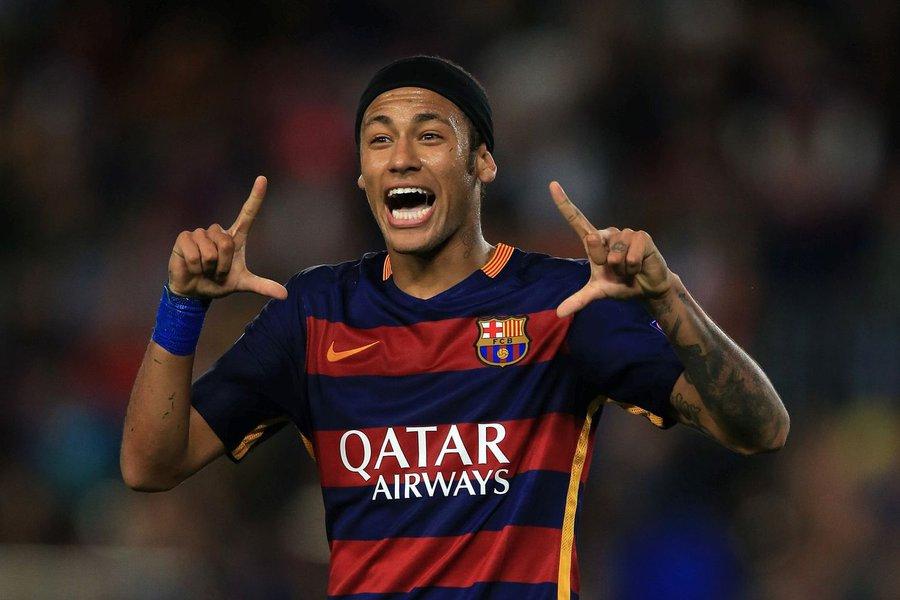 """Neymar tem uma """"pequena distensão"""" em um músculo adutor da perna esquerda, disse o Barça em seu site, sem especificar quanto tempo ele ficará de fora; A lesão deixa improvável a escalação do brasileiro no jogo contra o Leverkusen; O Barcelona já está classificado para as oitavas de final da competição europeia como vencedor de seu grupo"""