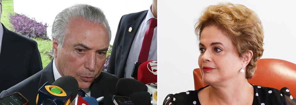"""Presidente em exercício Michel Temer (PMDB) criticou a presidente Dilma Rousseff ao afirmar que """"ela diz que sou o chefe do golpe, o que obviamente é perturbador para mim e para a vice-presidência da República""""; em entrevista à agência de Notícias Dow Jones, Temer disse estar pronto para assumir o governo caso o impeachment seja concretizado e que já tem nomes """"na cabeça""""para compor um possível ministério; ele afirmou, ainda, que não existe golpe em andamento uma vez que o processo de impeachment está previsto na Constituição e que irá """"retornar ao meu posto assim que ela voltar""""; Dilmaviajou aos Estados Unidos para participar de um evento na Organização das Nações Unidas (ONU), nos Estados Unidos; ela deverá aproveitar a ociasão para denunciar o golpe parlamentar em curso no Brasil"""