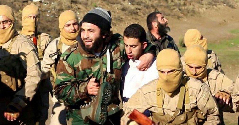 """Combatentes do grupo extremista Estado Islâmico afirmaram terem capturado o piloto de um avião de guerra sírio MIG-23 que caiu a sudeste de Damasco nesta sexta-feira, disse uma agência de notícias ligada ao grupo militante;piloto Azzam Eid, de Hama, foi capturado depois de chegar de paraquedas perto do lugar onde o avião dele havia caído ao leste de Damasco"""", afirmou a agência de notícias Amaq"""