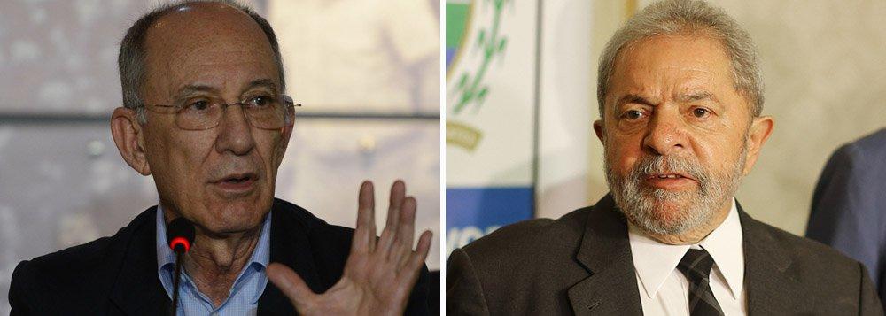"""Segundo o presidente do PT, Rui Falcão, que concedeu entrevista à Bloomberg,o ex-presidente Lula tem sido """"ambíguo"""" sobre o tema, mas já afirmou que, """"se necessário para o projeto do PT, será candidato à presidência novamente"""""""